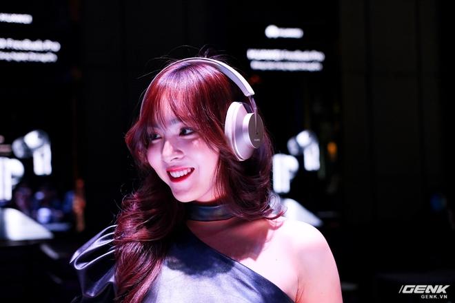 Cận cảnh tai nghe không dây Huawei FreeBuds Pro tại Việt Nam: Màu sắc đẹp mắt, chống ồn 40dB, driver 11mm, công nghệ mới giúp kết nối ổn định hơn - Ảnh 10.
