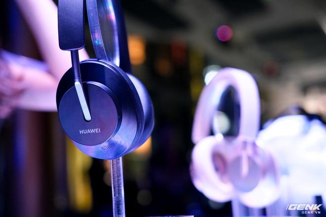Cận cảnh tai nghe không dây Huawei FreeBuds Pro tại Việt Nam: Màu sắc đẹp mắt, chống ồn 40dB, driver 11mm, công nghệ mới giúp kết nối ổn định hơn - Ảnh 12.