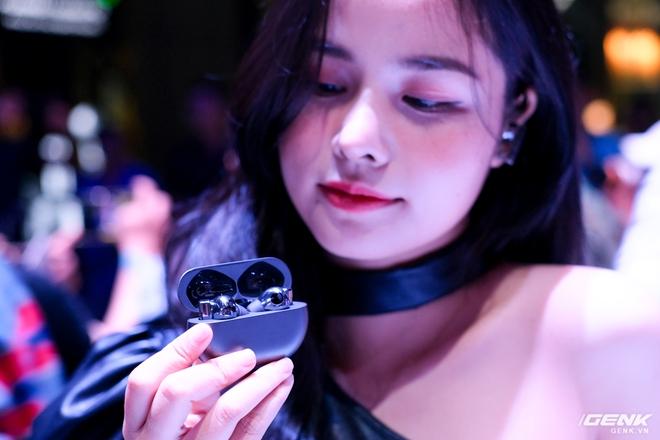 Cận cảnh tai nghe không dây Huawei FreeBuds Pro tại Việt Nam: Màu sắc đẹp mắt, chống ồn 40dB, driver 11mm, công nghệ mới giúp kết nối ổn định hơn - Ảnh 1.