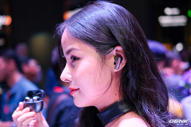 Cận cảnh tai nghe không dây Huawei FreeBuds Pro tại Việt Nam: Màu sắc đẹp mắt, chống ồn 40dB, driver 11mm, công nghệ mới giúp kết nối ổn định hơn - Ảnh 2.