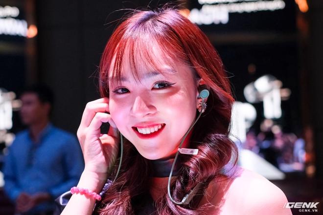 Cận cảnh tai nghe không dây Huawei FreeBuds Pro tại Việt Nam: Màu sắc đẹp mắt, chống ồn 40dB, driver 11mm, công nghệ mới giúp kết nối ổn định hơn - Ảnh 13.