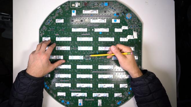 Mổ bụng chảo vệ tinh Đĩa Thị Mặt Mẹt của Starlink: toàn là chip do SpaceX tự sản xuất, có dàn ăng-ten tí hon hướng lên trời tự động dò vệ tinh để bắt sóng - Ảnh 47.