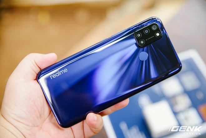 Trên tay Realme C17 tại Việt Nam: Vẫn chạy Snapdragon 460, bù lại tăng thêm 2GB RAM và đã trang bị màn hình 90Hz - Ảnh 2.