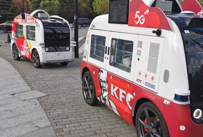 KFC dùng ô tô tự lái để giao gà rán ở Trung Quốc - Ảnh 1.