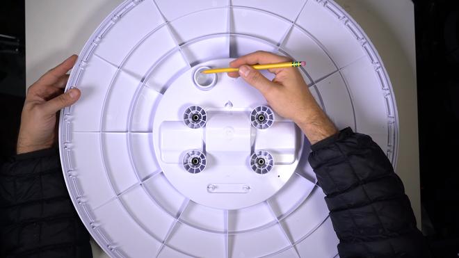Mổ bụng chảo vệ tinh Đĩa Thị Mặt Mẹt của Starlink: toàn là chip do SpaceX tự sản xuất, có dàn ăng-ten tí hon hướng lên trời tự động dò vệ tinh để bắt sóng - Ảnh 6.