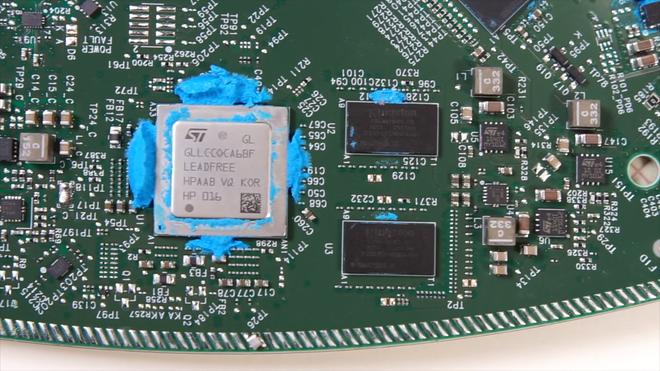 Mổ bụng chảo vệ tinh Đĩa Thị Mặt Mẹt của Starlink: toàn là chip do SpaceX tự sản xuất, có dàn ăng-ten tí hon hướng lên trời tự động dò vệ tinh để bắt sóng - Ảnh 36.