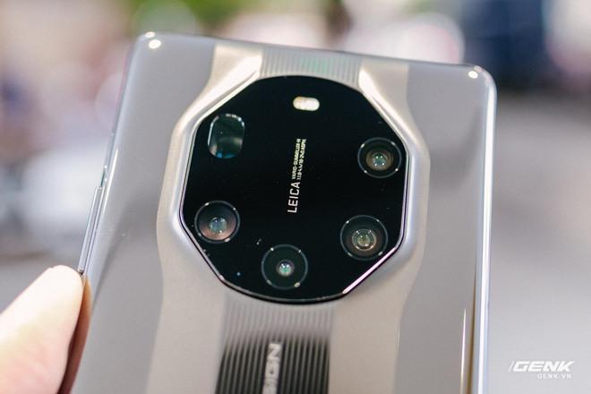 Trên tay Huawei Mate40 Pro và Mate40 RS Porsche Design: Không còn màn hình thác nước, hồi sinh phím volume vật lý - Ảnh 9.