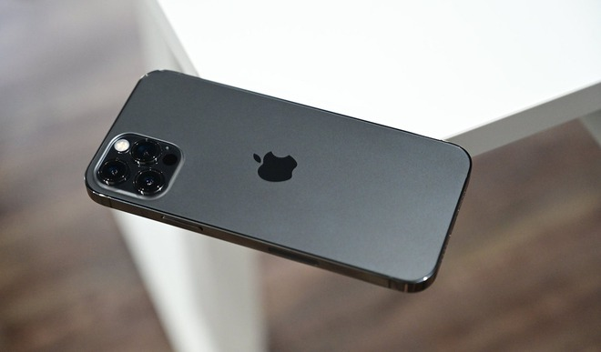 Apple gặp rắc rối lớn vì nguồn cung ứng linh kiện cho iPhone 12 bị thiếu hụt nghiêm trọng - Ảnh 1.
