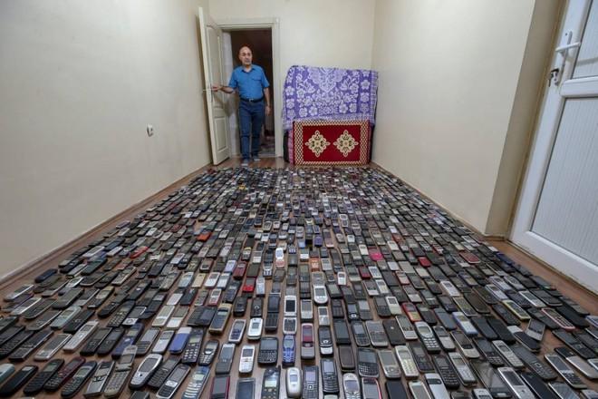 Choáng ngợp với bộ sưu tập điện thoại di động trong 20 năm của người đàn ông Thổ Nhĩ Kỳ - Ảnh 1.