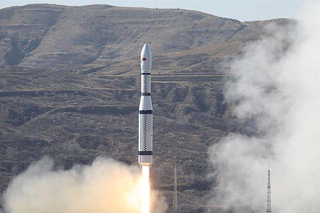 Trung Quốc phóng vệ tinh 6G đầu tiên trên thế giới vào không gian - Ảnh 1.