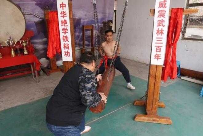 Háng sắt: Môn kungfu dành cho người dám chịu nỗi đau không ai thấu - Ảnh 2.