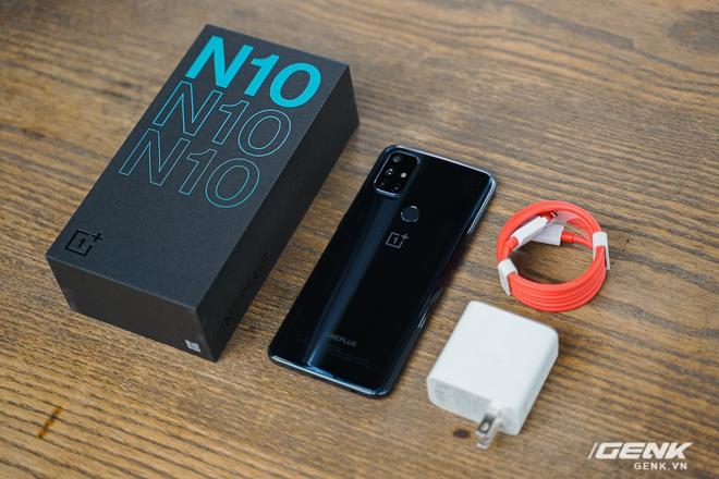 Mở hộp OnePlus Nord N10 5G: Chỉ 8 triệu mà có quá nhiều thứ hay, từ 5G tới màn hình 90Hz, sạc nhanh 30W và cả loa kép - Ảnh 1.