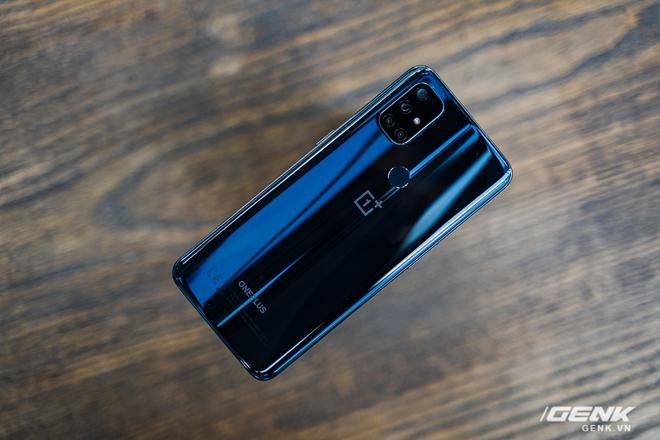 Mở hộp OnePlus Nord N10 5G: Chỉ 8 triệu mà có quá nhiều thứ hay, từ 5G tới màn hình 90Hz, sạc nhanh 30W và cả loa kép - Ảnh 3.
