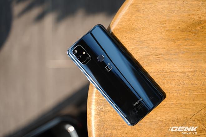Mở hộp OnePlus Nord N10 5G: Chỉ 8 triệu mà có quá nhiều thứ hay, từ 5G tới màn hình 90Hz, sạc nhanh 30W và cả loa kép - Ảnh 5.