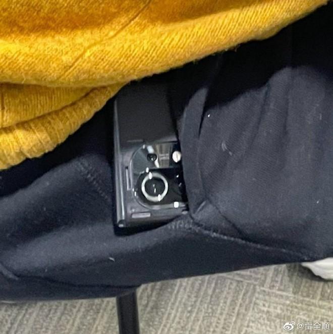 Xiaomi Mi 11 lộ ảnh thực tế với cụm camera vuông - Ảnh 2.