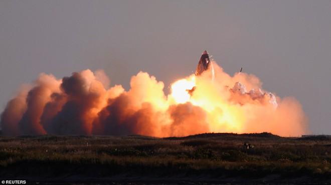 Elon Musk vui mừng hết cỡ khi thấy tàu Starship trị giá 216 triệu USD phát nổ tan tành trên bệ phóng - Ảnh 1.