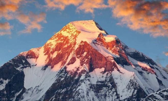 Trung Quốc và Nepal thống nhất cách đo, xác nhận đỉnh Everest cao thêm 0,6 mét so với trước đây. - Ảnh 2.