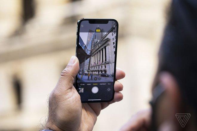 Apple ra mắt iOS 14.3: Kích hoạt tính năng chụp ảnh ProRAW, sửa lỗi tin nhắn gây khó chịu - Ảnh 1.