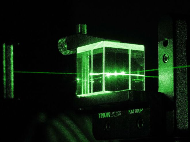 """Đây là cách các nhà nghiên cứu Trung Quốc dùng laser tạo ra máy tính lượng tử quang học giải """"bài toán 2,6 tỷ năm"""" trong 4 phút - Ảnh 5."""