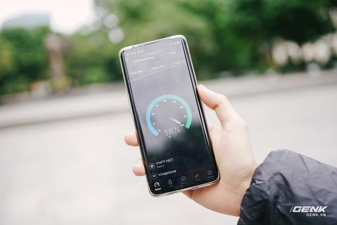 VinaPhone phát sóng 5G tại phố đi bộ Hoàn Kiếm: Tốc độ tối đa đạt 1.3Gbps, tải PUBG Mobile chỉ mất 30 giây - Ảnh 3.