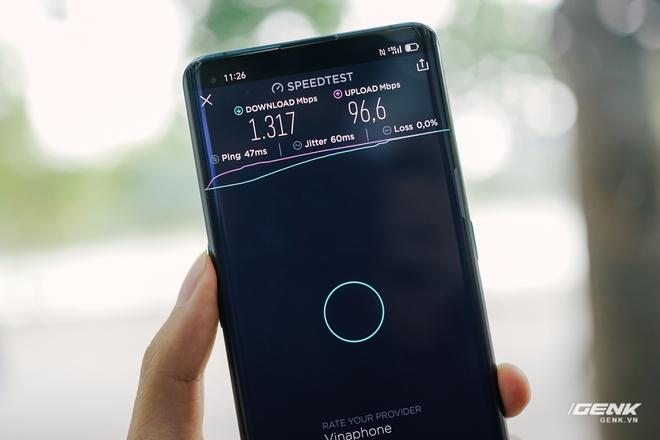 VinaPhone phát sóng 5G tại phố đi bộ Hoàn Kiếm: Tốc độ tối đa đạt 1.3Gbps, tải PUBG Mobile chỉ mất 30 giây - Ảnh 2.