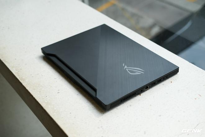 Trải nghiệm ASUS ROG Zephyrus M15: Chiếc laptop chơi game dành cho hội không thích khoe mẽ, màn hình 240Hz 3ms, GTX 1660Ti, có điều giá thành còn hơi căng - Ảnh 1.