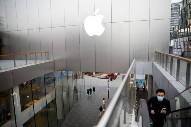 Lý do Apple chuyển sản xuất iPad và MacBook sang Việt Nam - Ảnh 1.