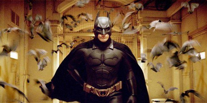 Chủ đề chính đằng sau mỗi phần phim The Dark Knight - Hiệp sĩ bóng đêm là gì? - Ảnh 2.