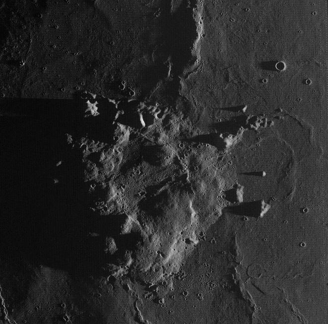Tàu vũ trụ Hằng Nga 5 của Trung Quốc đã hạ cánh thành công xuống bề mặt Mặt trăng - Ảnh 2.