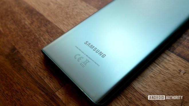 Samsung Galaxy S21 Ultra lộ toàn bộ thông số, xác nhận không bán kèm củ sạc và tai nghe trong hộp - Ảnh 1.