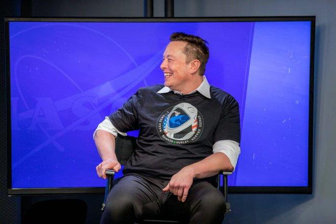 SpaceX cộng tác tổ chức đua xe điều khiển từ xa trên bề mặt Mặt Trăng, thuê nhà thiết kế siêu xe Ferrari về để cố vấn - Ảnh 1.