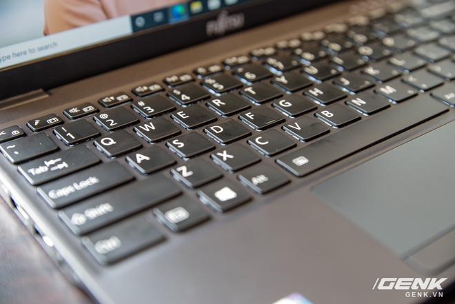 Fujitsu ra mắt laptop nhẹ nhất Việt Nam, sử dụng chip Intel thế hệ 11 Tiger Lake, giá từ 30 triệu đồng - Ảnh 5.