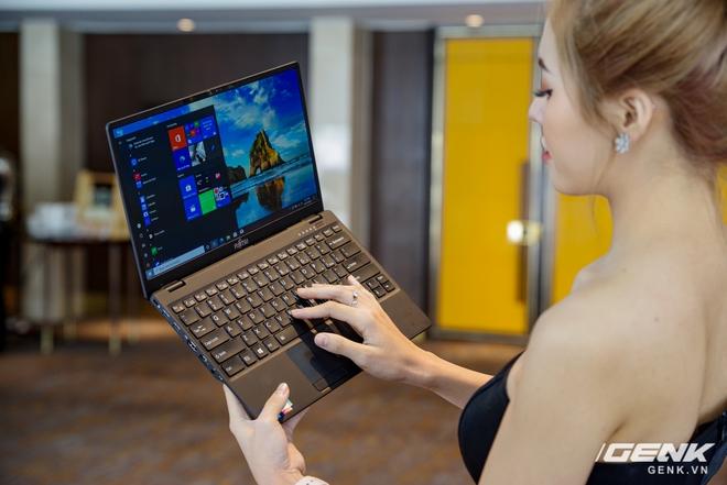 Fujitsu ra mắt laptop nhẹ nhất Việt Nam, sử dụng chip Intel thế hệ 11 Tiger Lake, giá từ 30 triệu đồng - Ảnh 1.