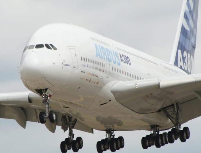 Vì sao hầu như tất cả máy bay đều có màu trắng? - Ảnh 1.