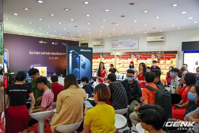 Mở bán MacBook M1 2020 chính hãng đầu tiên tại Việt Nam: MacBook Air phiên bản thấp nhất có giá 29 triệu đồng - Ảnh 1.