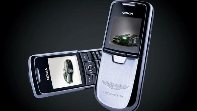 Những thương hiệu xe hơi nổi tiếng bẻ lái vô thị trường điện thoại - Ảnh 3.