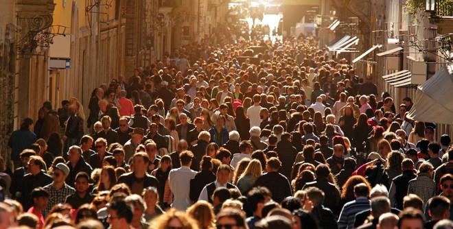 Điều gì sẽ xảy ra nếu 100 tỷ người đã chết trên Trái Đất vẫn còn sống đến hiện tại? - Ảnh 1.