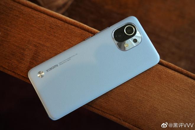 Cận cảnh Xiaomi Mi 11 vừa ra mắt: Thiết kế camera mới, có thêm bản mặt lưng da, màn hình và hiệu năng nâng cấp mạnh, giá từ 14.2 triệu - Ảnh 6.