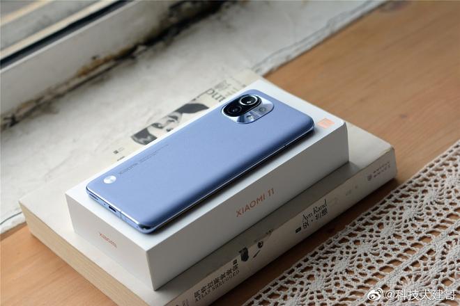 Cận cảnh Xiaomi Mi 11 vừa ra mắt: Thiết kế camera mới, có thêm bản mặt lưng da, màn hình và hiệu năng nâng cấp mạnh, giá từ 14.2 triệu - Ảnh 2.