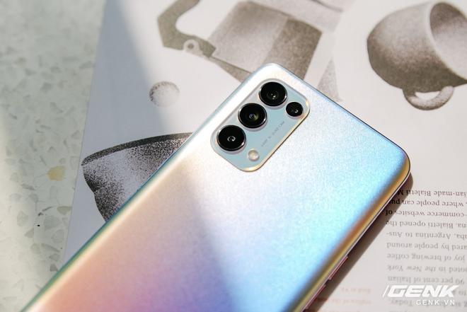 Trên tay OPPO Reno5 vừa ra mắt: Mỏng nhẹ, mặt lưng đa sắc, camera nâng cấp mạnh, sạc siêu nhanh 50W, chạy Android 11 - Ảnh 10.