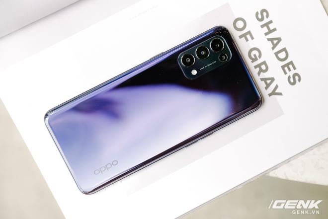 Trên tay OPPO Reno5 vừa ra mắt: Mỏng nhẹ, mặt lưng đa sắc, camera nâng cấp mạnh, sạc siêu nhanh 50W, chạy Android 11 - Ảnh 3.