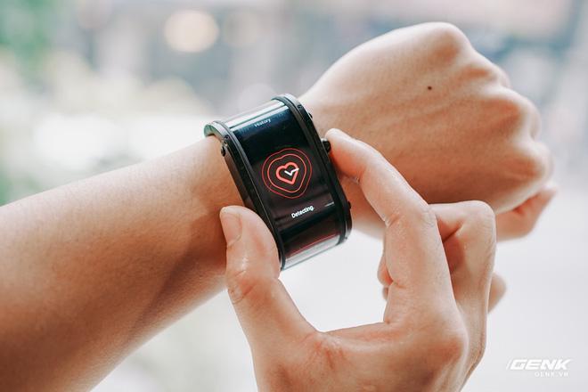Trên tay Nubia Watch: Smartwatch màn hình uốn dẻo siêu dị không dành cho người bình thường - Ảnh 8.