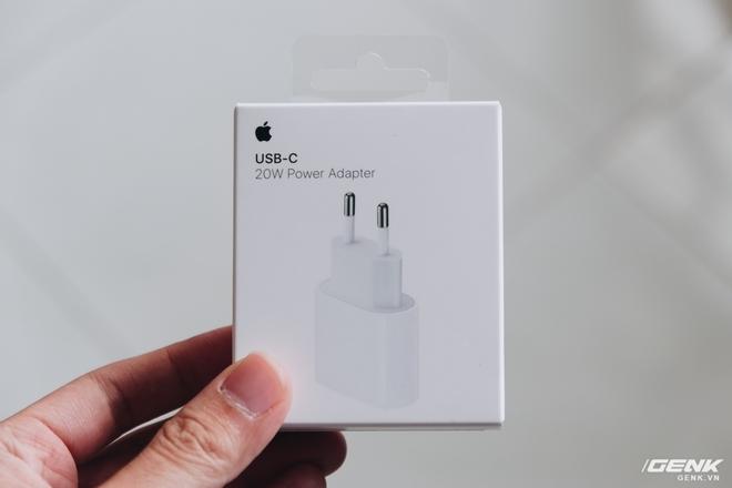 Đánh giá củ sạc Apple 20W đang cháy hàng tại Việt Nam: Giá cao nhưng chẳng có gì đặc biệt - Ảnh 2.