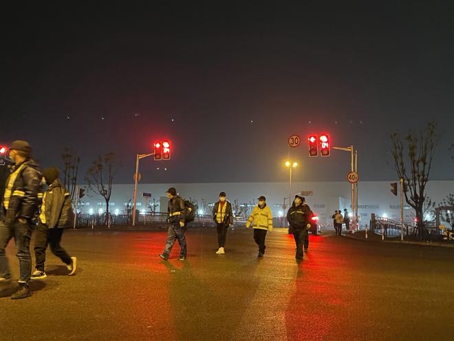 Sự hỗn loạn của Tesla Trung Quốc: Siêu nhà máy của máu và nước mắt - Ảnh 5.