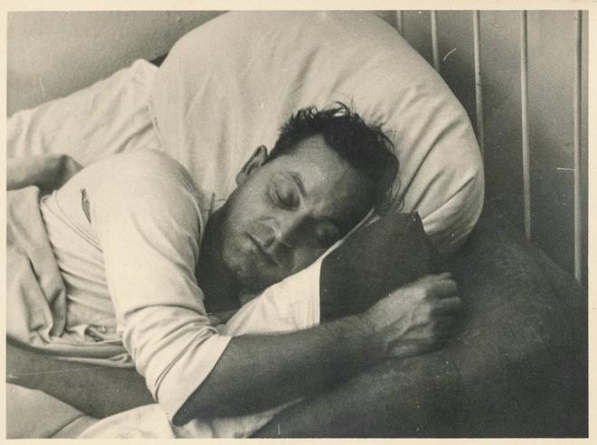 Giấc ngủ của con người trong thời kỳ tiền công nghiệp kỳ lạ như thế nào? - Ảnh 3.