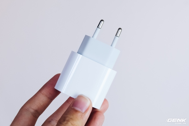 Đánh giá củ sạc Apple 20W đang cháy hàng tại Việt Nam: Giá cao nhưng chẳng có gì đặc biệt - Ảnh 4.