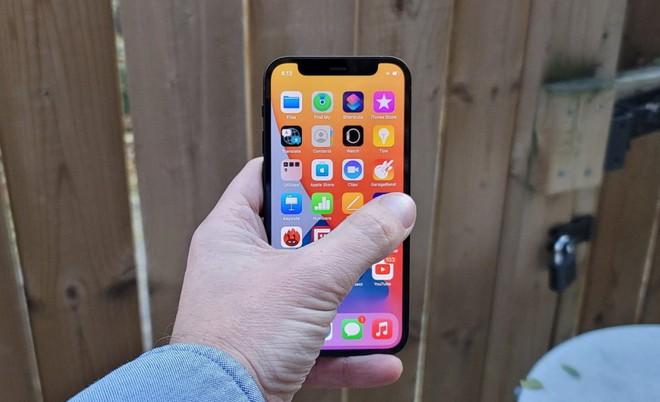 Một số người dùng iPhone 12 Pro phàn nàn tình trạng máy hao pin không rõ lý do - Ảnh 1.