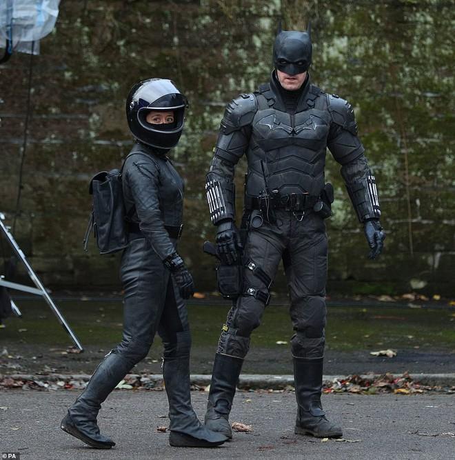 Mời bạn tham quan phim trường The Batman: Hoá ra thành phố Gotham được tạo ra công phu như thế này đây - Ảnh 9.