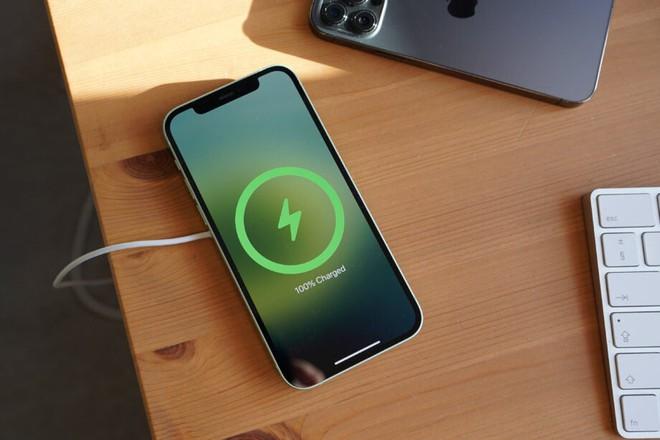 iPhone 12 tiếp tục gặp lỗi sạc không dây - Ảnh 1.