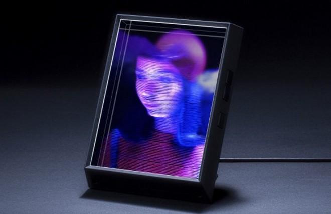 Portrait: Khung hình đặc biệt có thể chiếu ảnh chân dung, chat video ở định dạng 3D cực kỳ ấn tượng - Ảnh 1.